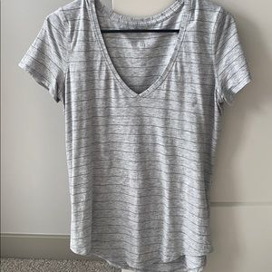 Size 6! Like new lululemon Love v-neck tee